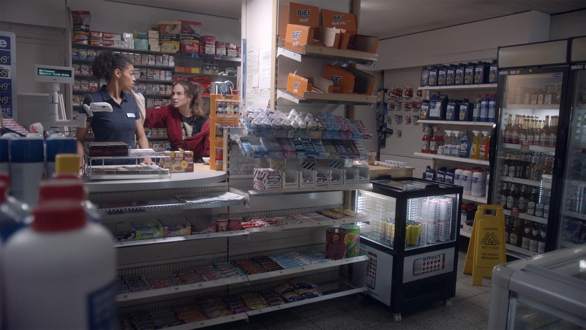 Die Nachtkassiererin / The Night Cashier